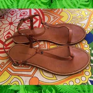 Country Road tan leather sandals. Great for summer